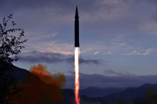 كوريا الشمالية تطلق صاروخا أسرع من الصوت