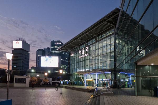 Entlang der U-Bahn-Linie 4: Myeongdong, Namdaemun, Hauptbahnhof und Kriegsmuseum