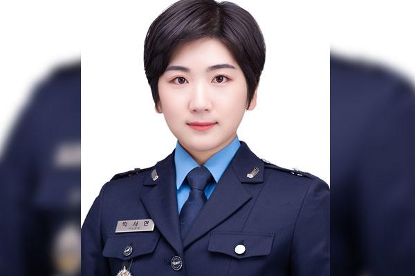 Première femme officier interprète coréen-français pour l'armée de l'air