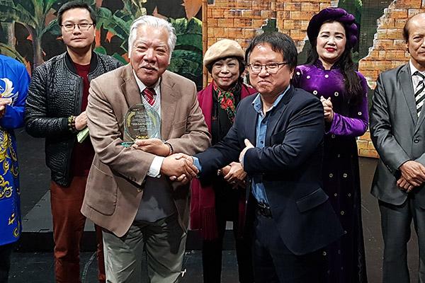 Đoàn kịch Việt Nam biểu diễn vở