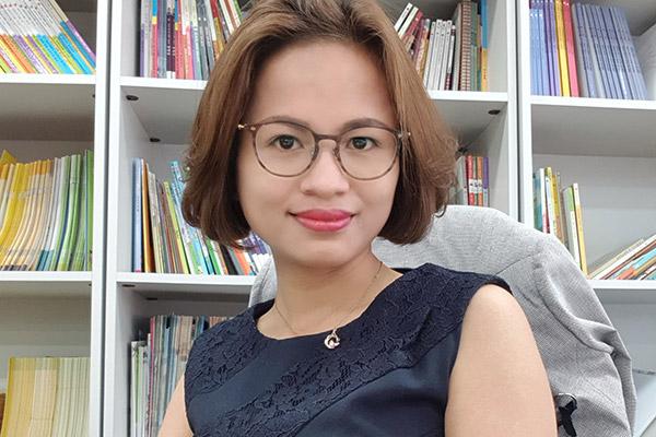 Chị Lê Thị Kim Dung chia sẻ về công việc tư vấn và tiếp thị sách cho trẻ em gia đình đa văn hóa