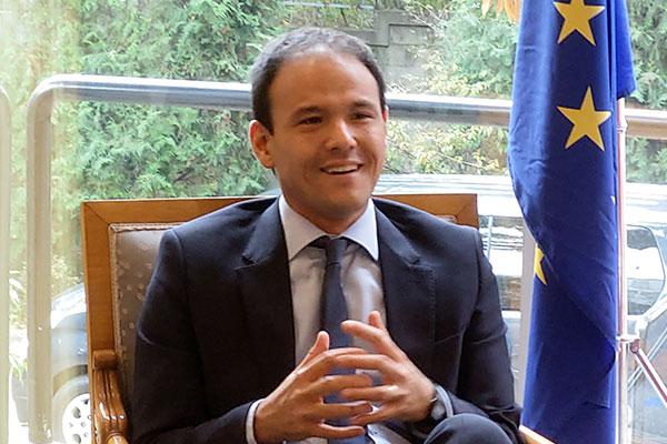 Cédric O, secrétaire d'Etat chargé du Numérique en Corée du Sud