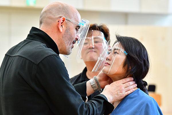Manon opère à Séoul