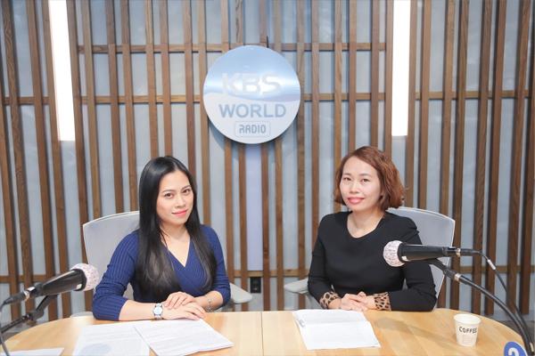 Phiên dịch viên tại một bệnh ở thành phố Daejeon chia sẻ thông tin về chăm sóc thai kỳ và sức khỏe cho phụ nữ Việt tại Hàn Quốc
