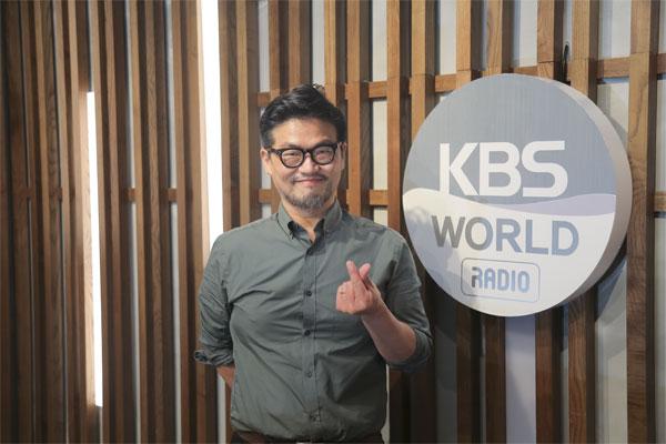Cho Yoon Seong: Cuando hago música cómodo y relajado, creo que llega a las personas