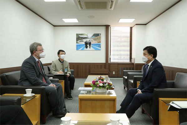 Dr. Thomas Schäfer, ehemaliger deutscher Botschafter in Pjöngjang (Teil 2)