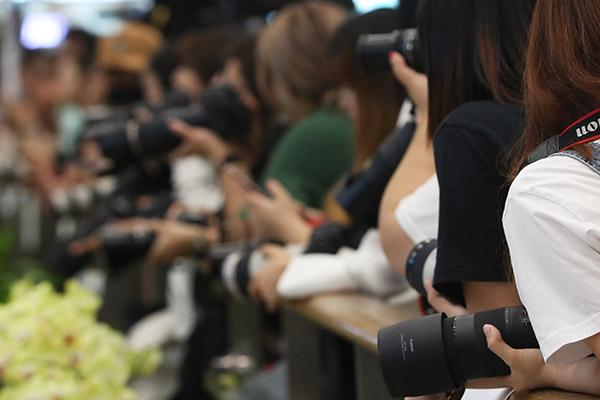 Fans de idols surcoreanos retrasan la salida de un vuelo