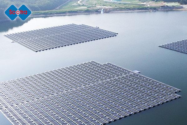 水上太陽光発電システムを手がける「スコトラ」