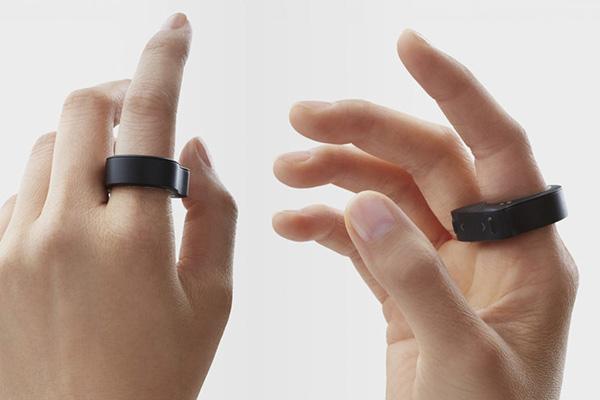 R.O.C.K. et sa souris portable en forme d'anneau