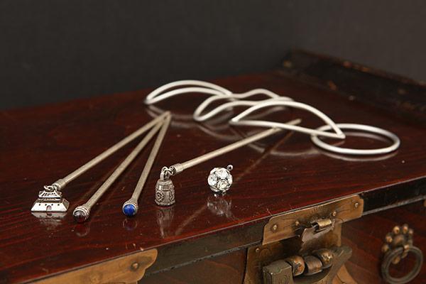 Yujinbuty reinterpreta los accesorios tradicionales para el cabello