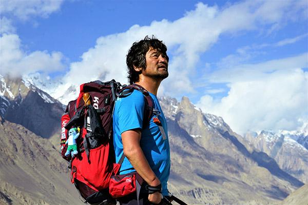 Un alpinista surcoreano discapacitado corona 13 picos del Himalaya