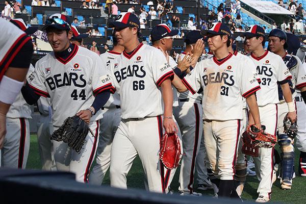 Doosan acaricia los 80 triunfos por 4ª temporada