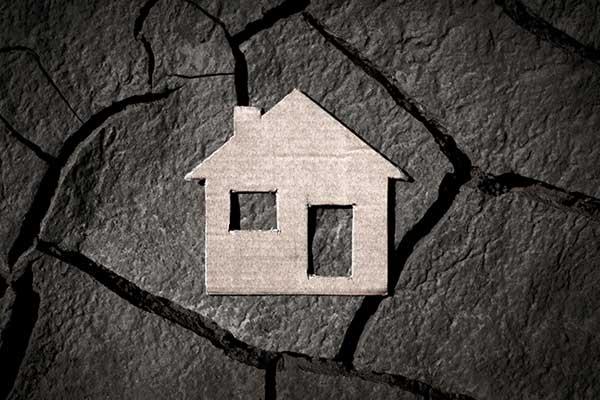 사업이 실패해서 집이 _______되었다.