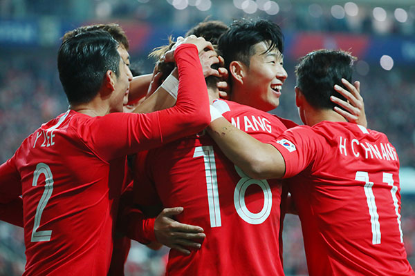 韩国国足力克劲旅乌拉圭队