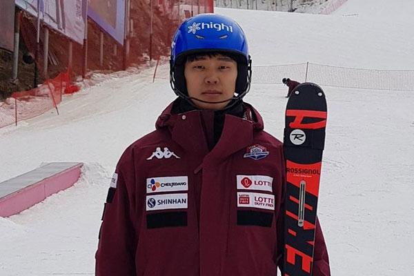 郑东铉成高山滑雪远东杯三冠王