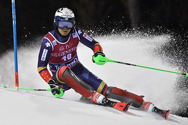Skirennläufer Jung Dong-hyun schafft Saison-Bestleistung in Wengen