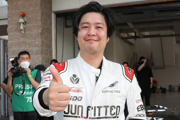 Rennfahrer Hwang Jin-woo gewinnt Super 6000 Class