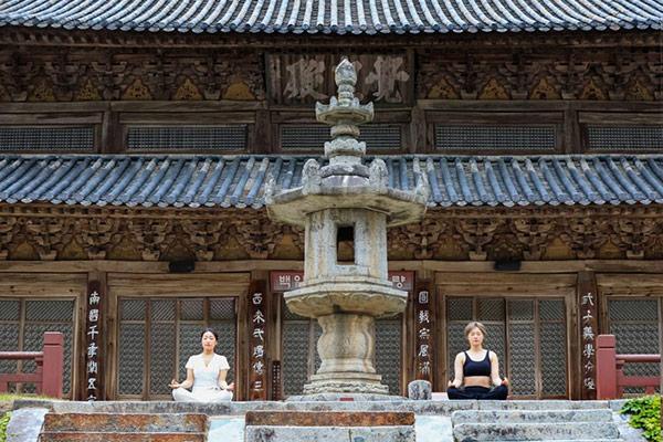 Große Yoga-Veranstaltung am Tempel Hwaeomsa