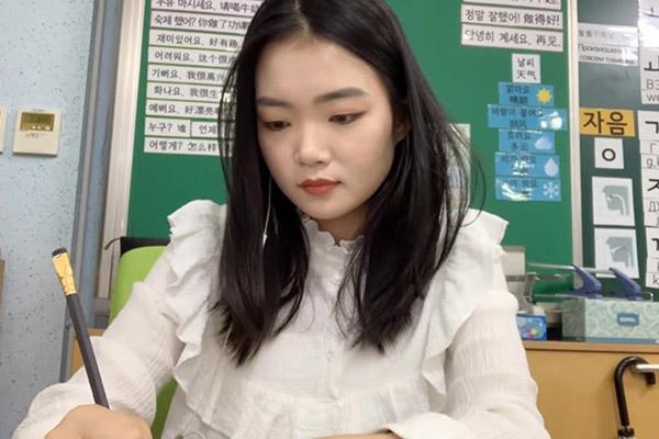 Преподаватель корейского языка Чхве Су Ён