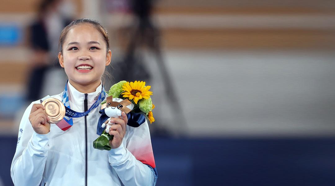 فوز اللاعبة يو سيو جيونغ بالميدالية البرونزية في منافسات منصة القفز للسيدات