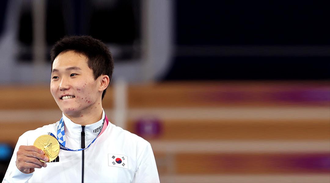 لاعب الجمباز «شين جي هوان» يفوز بميدالية ذهبية مفاجئة في منصة القفز للرجال
